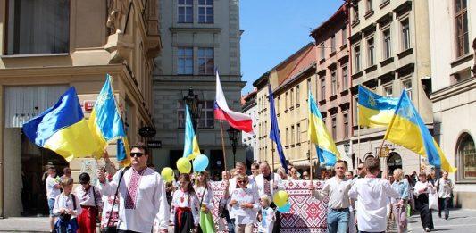У Празі відбувся марш українців у національних костюмах