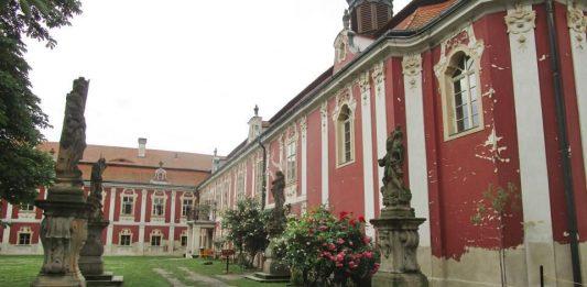 Палац Стекник – перлина рококо міста Жатець
