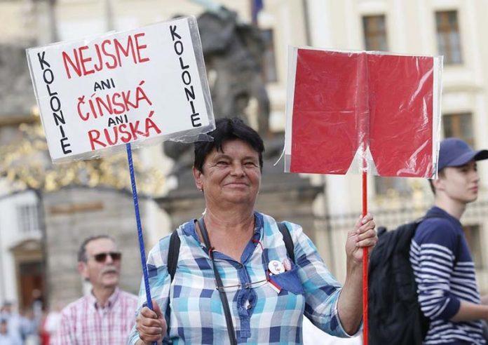 мітинг проти президента чехії